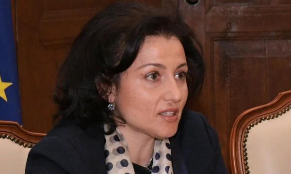 министър